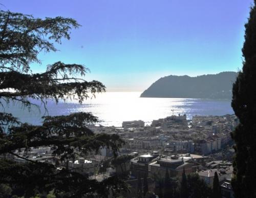 Historic sea view villa for sale in Alassio