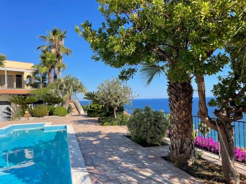 Вилла с видом на море в Оспедалетти