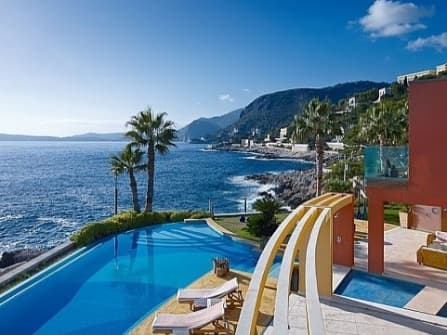 Modern luxuey villa fo sale in Cap d'Ail