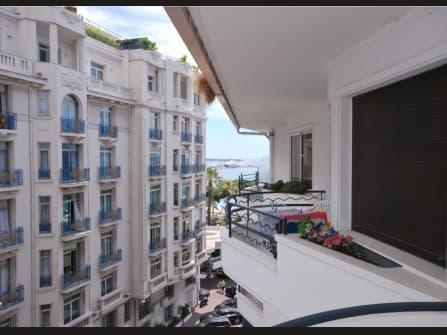 Квартира у моря на продажу в Каннах