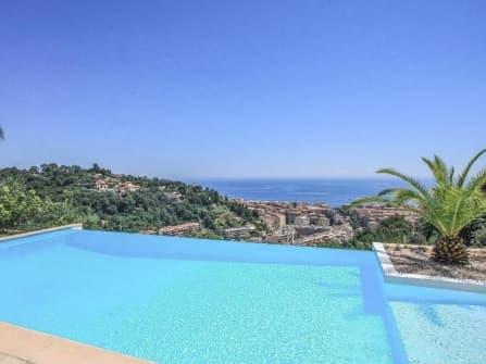 Вилла с видом на море в Ментоне