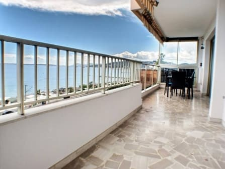Sea front apartment for sale in Juan les Pins