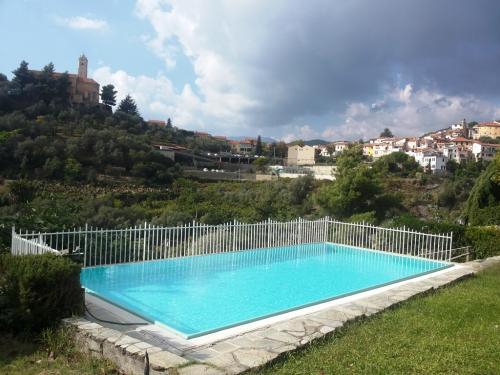 Villa mit Pool zu verkaufen Castellaro