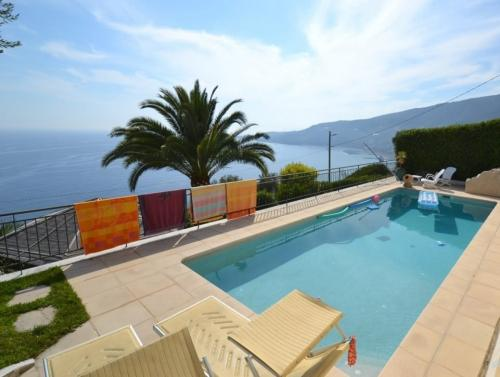 Ospedaletti villa with sea view for sale