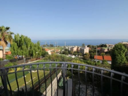 Вилла в Санремо с видом на море