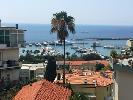 Вилла в центре Санремо с видом на море