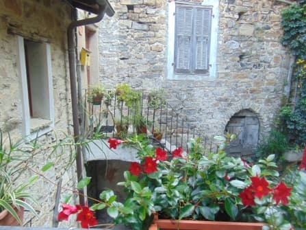 Apricale sale apartment with balconies