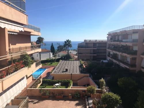Квартира с видом на море в Санремо