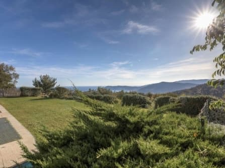 Прекрасная вилла с видом на море в Алассио