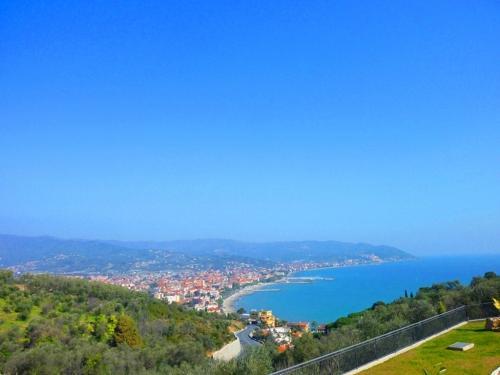 Diano Marina villa con piscina vista mare