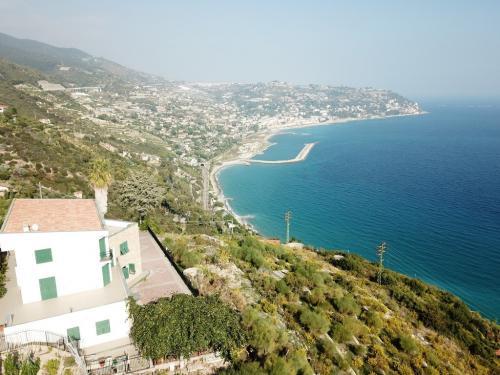 Bordighera villa vista mare in vendita
