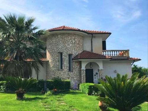 Vallecrosia,villa in vendita vista mare