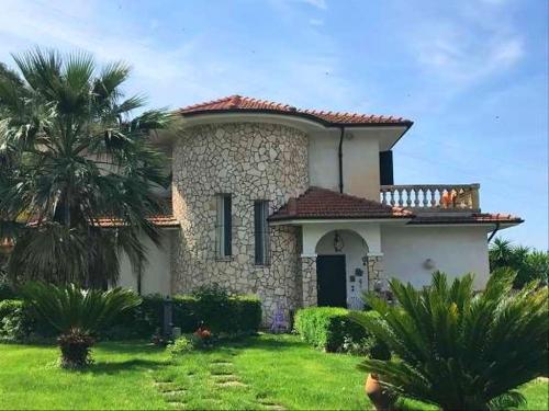 Vallecrosia, villa seaview for sale