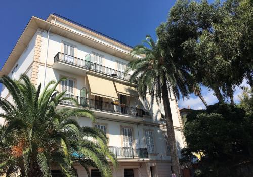 Apartment in Ospedaletti�close to the sea �90...