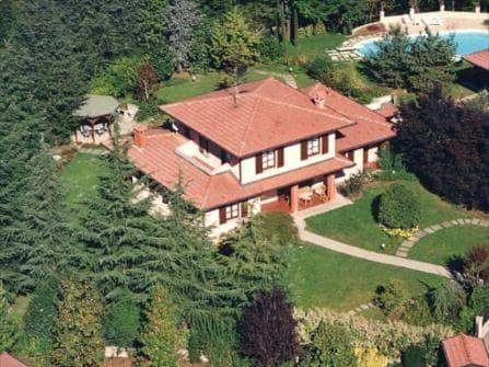 Милан Вилла в Бассейном в Montevecchia