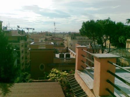 Рим здание с апартаментами и нежилым помещени...