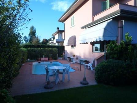 Camaiore, villa for sale