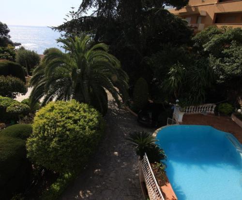 Вилла в Кап-д'Ай с видом на море