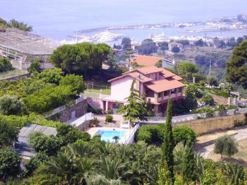 Magnificent villa for sale in San Remo