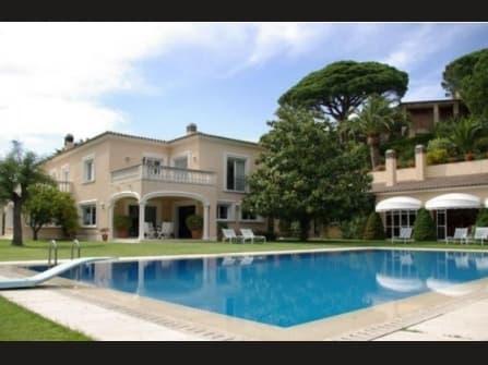 Luxury villa for sale in S?Agaro
