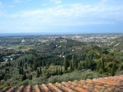 Splendid villa for sale in Pietrasanta
