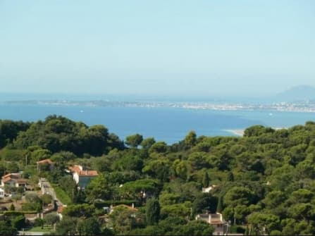 Вилла с видом на море в Ницце