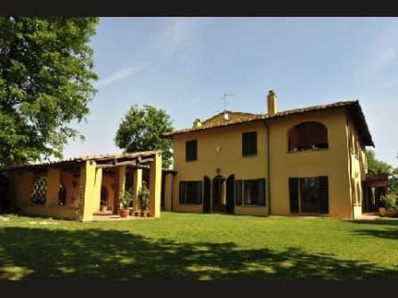 Villa surrounded by 7,5 Ha close to Fucecchio