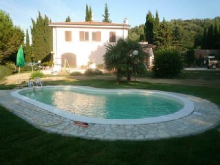 Вилла с бассейном в Ливорно на продажу