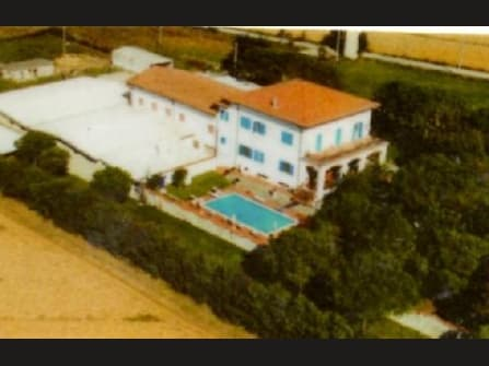 Villa, Farmhouse and several annexs with land