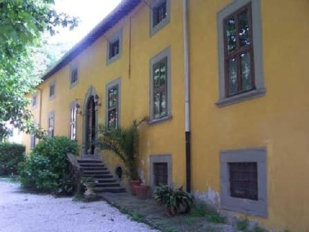 Villa dated back to the XVIII century with pa