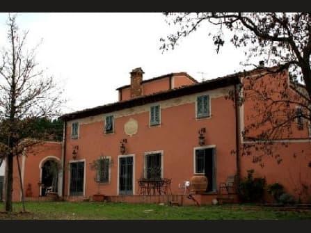 Элегатная усадьба с бассейном в Тоскане