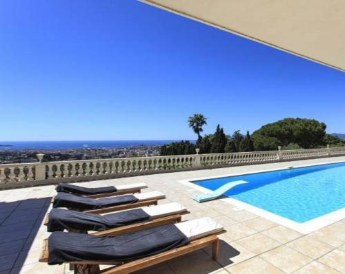 Sea view villa for sale in Le Cannet