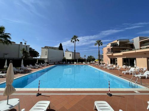 Квартира с видом на море в Сан Ремо (Лигурия)