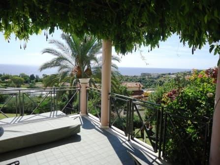 Прекрасная вилла с видом на море в Сан Ремо