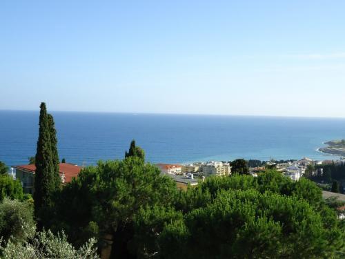 Квартира с видом на море в Сан Ремо