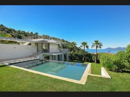 Fabulous modern villa for sale in Cannes