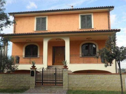 Вилла недалеко от моря в Тоскане