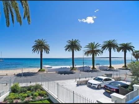 Seaside villa for sale in Golfe Juan
