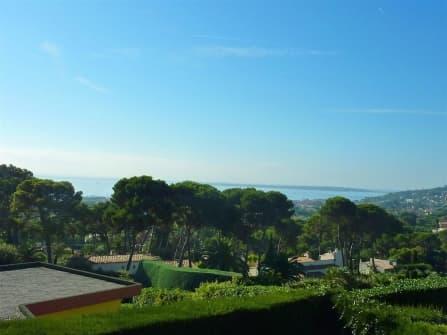 Вилла с видом на море в Жуан ле Пен