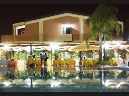Гостиница и гольф-клуб на продажу в  Калабрии