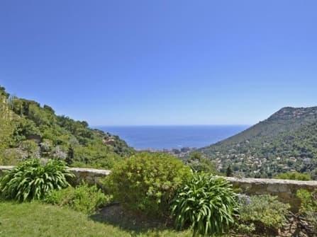 Sea view villa for sale in La Turbie