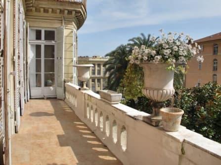 Шикарный апартамент в центре Ниццы