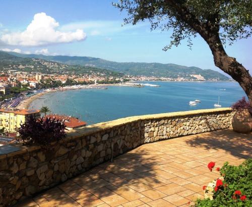 Вилла с видом на море в Диано Марина