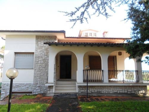San Giuliano Terme Villa For Sale