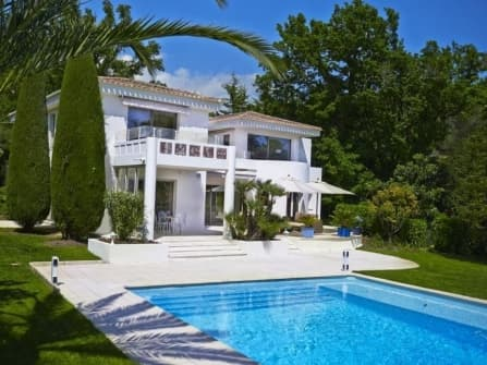 Luxury modern villa for sale in Mougins