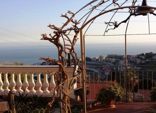 Вилла с видом на море в Сан Ремо