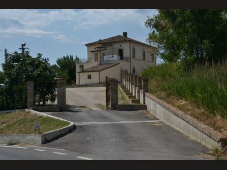 Вилла на продажу в Абруццо
