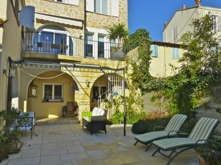 Apartment in villa for sale in Cannes