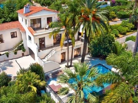 Luxury sea view villa for sale in Cannes