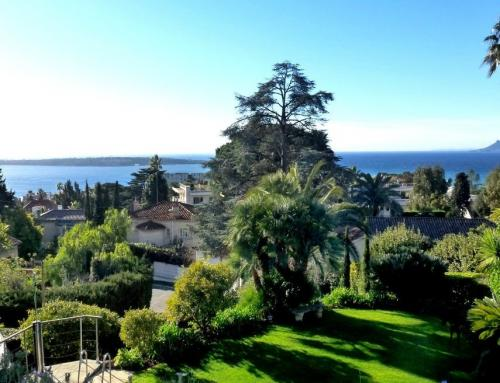 Beautiful sea view villa for sale in Cannes